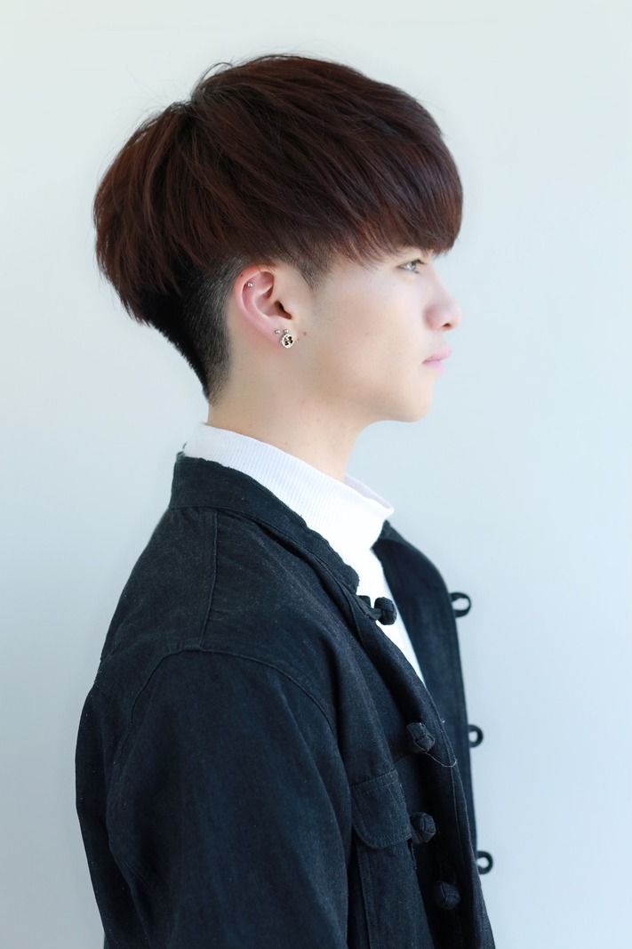 韓国風マッシュ  黒髪ヘア FRONT